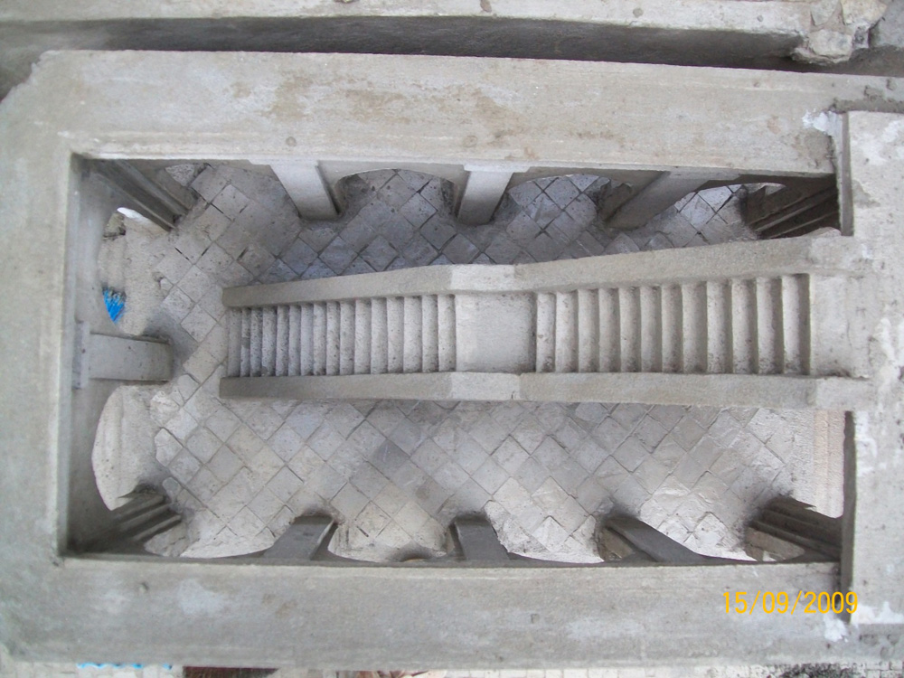 Bild 18. Das Innere des Gebäudes gegenüber der Kathedrale während des Baus