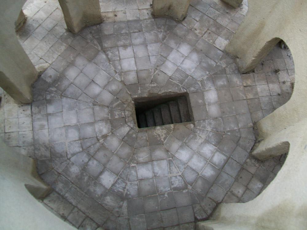 Bild 2.  Der Eingang zur  Krypta