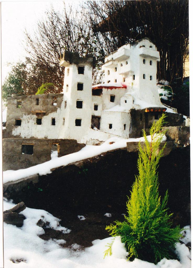 Bild 1. Gebäude mit vor Ort ausgeführten Mauern
