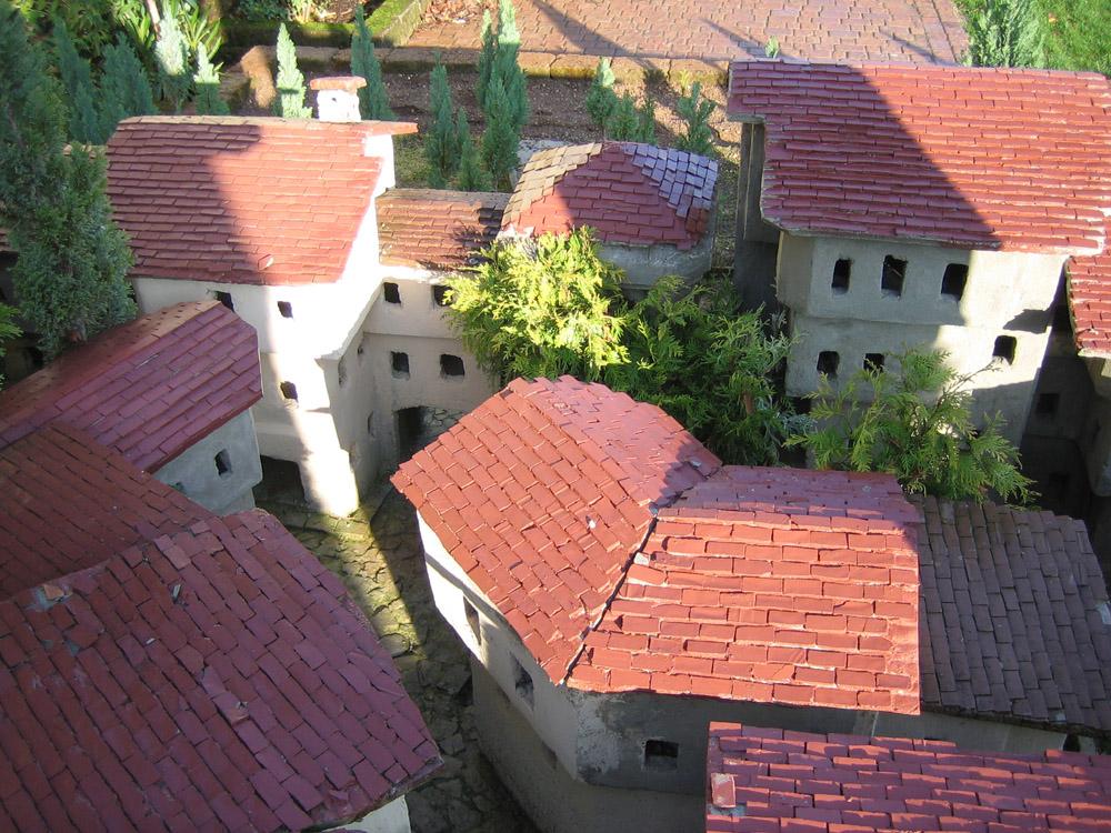 Bild 11. Die ersten Dächer mit Ziegeln