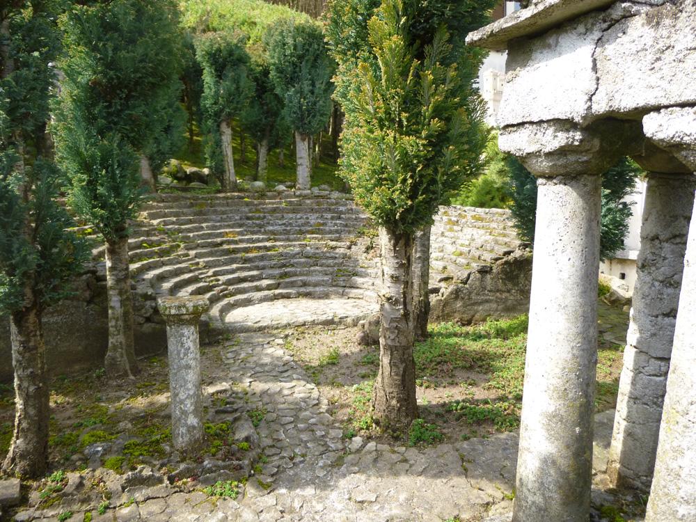 Figura 3. Il teatro