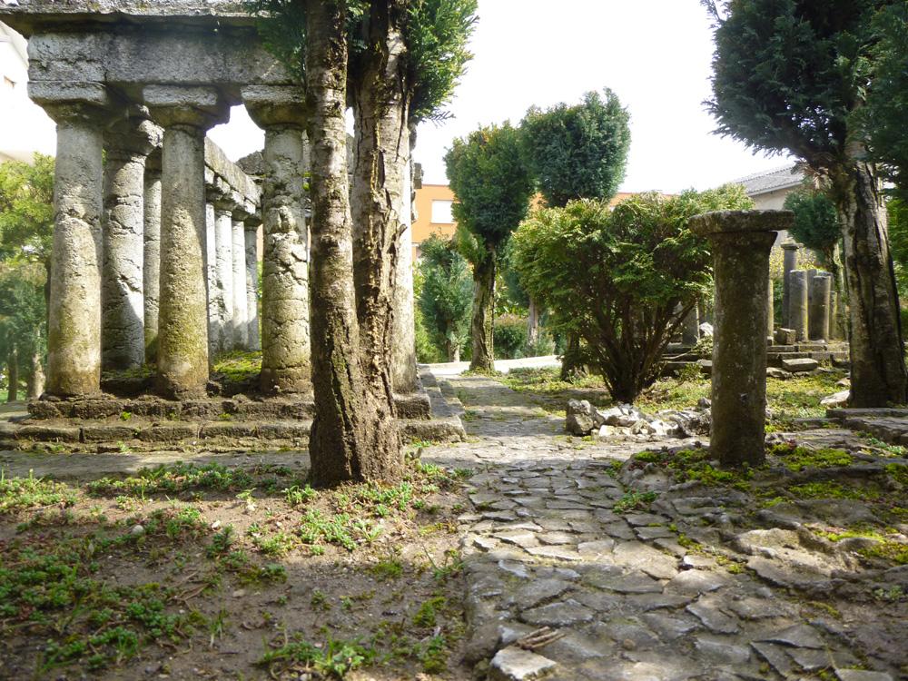 Figura 4. Una vista frontale del tempio di Ade