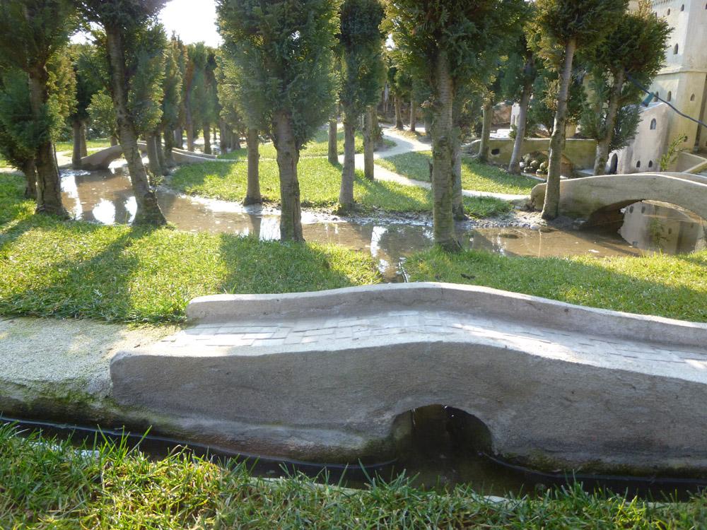 Figura 2. Un ponte che attraversa i canali di irrigazione